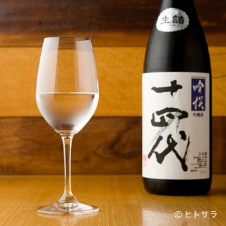 酒ディプロマの資格を持つソムリエがセレクトした日本酒が揃う