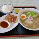 萬福軒 - 超煮干しラーメン&餃子セット