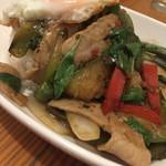 タイ食堂 サワディー - 茄子と豚肉のフレッシュバジル炒め