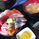 91657453 - 10種ネタの特上海鮮丼1800円