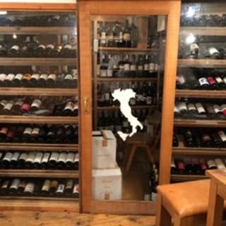 ワインは常時<200種類以上>。イタリア産のものから国産まで