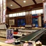 根室花まる - 根釧国道側はテーブル席でした