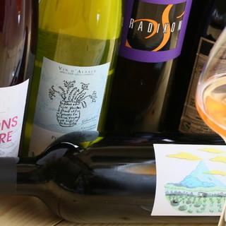 素材のうま味や香りを引き出してくれるこだわりのワインや日本酒