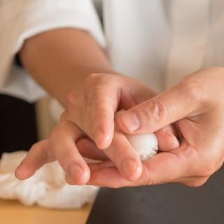 シャリには長野県・米沢米を使用。羽釜で炊き上げる極上米。