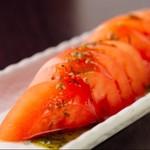 洋食屋の冷やしトマト~チーズバジルソース~