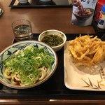 丸亀製麺 - 冷やしぶっかけ(並) と 野菜かき揚げ