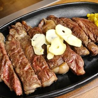 イチ押しは厳選肉の【ステーキ】!肩肘張らずに楽しめる鉄板焼き