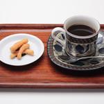 すや亀 - 人気のみそかりんとうが付いたコクのあるコーヒーです。