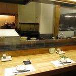 天ぷら新宿つな八 - カウンターもあります