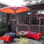 おぐら茶屋 - 番傘の下でいただくお茶
