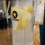 羊肉酒場 悟大 - 最強レモンサワー通常500円が19時までの昼飲みキャンペーンで290円 氷なし