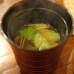 秋田 てんぷら みかわ - しじみと三つ葉の赤出汁