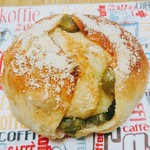 ピノッキオ - 金時豆とうぐいすのパン 120円(税抜)
