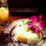 モクオラ ディキシー ダイナー - パイナップルとココナッツのハワイアンパンケーキ、チクチク