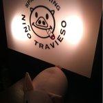 9168595 - 入り口の看板と豚ちゃん