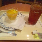 ドトールコーヒーショップ - とろけるマンゴープリンとアイスティー