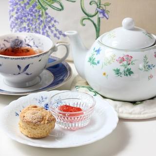 素材本来の、天然の甘みを活かした優しい紅茶とハーブティー