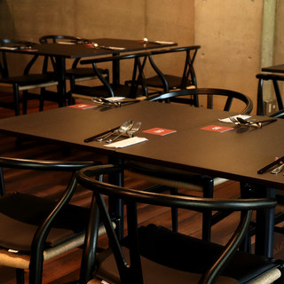 【テラス席有り】【テーブル席】こだわりの家具の中で、ゆったりとお食事を。