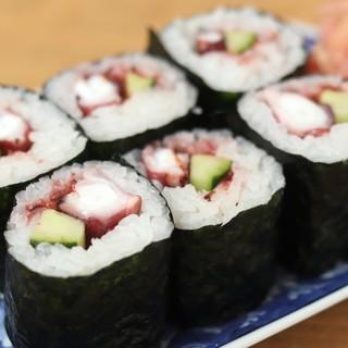 当店オリジナルの巻き寿司「オクト巻」