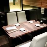 ゆらり - テーブル席