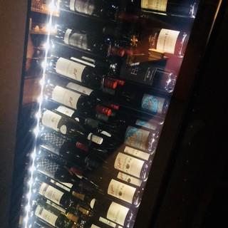 グラスから頼めるオーナー選りすぐりのワイン