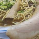 91689312 - スープは濃い醤油色。