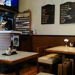 センターグリル - 店内① タバコ屋も兼ねてます。