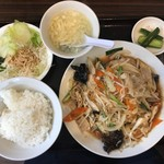 順順餃子房 - 肉野菜炒め定食