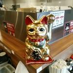 91700731 - 金ぴかの招き猫。