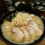 横浜家系ラーメン 町田商店 マックス - 塩ネギチャーシュー麺  1080円  特盛2玉にしてもらうと+200円。