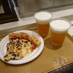 91707353 - 『クアトロチーズ ~4種のチーズ&ハチミツ~ 』790円 『生ビール プレミアムモルツ』 750円 x 2杯 USJ  ルイズ N.Y. ピザ パーラー