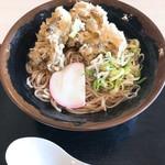 赤城高原サービスエリア(下り線) - 料理写真:地元群馬県産舞茸天そば