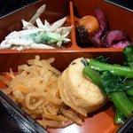 江戸幸 - 重箱のおかずの部分です。 色んな食材が入っています。