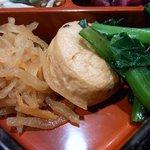 江戸幸 - 豚ヒレカツとこの重箱のおかず、そして、味噌汁とご飯で750円とは驚きですよね。 味もバッチリとっても美味しかったですよ。