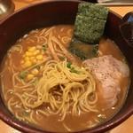 れんげラーメン - 味噌の麺