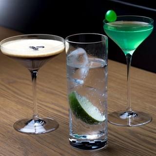 夜はもちろん、いつでも本格的なお酒が楽しめる隠れ家バーとして