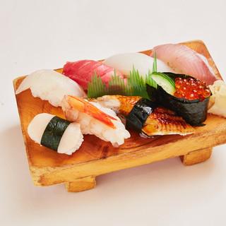 旬のお魚を使った握り。やっぱり鮮度が命のお寿司を楽しんで!