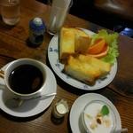 カフェ・デ・マエストロ - ブレンド&バタートースト カスピ海ヨーグルト付き