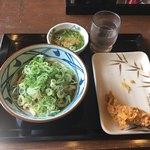丸亀製麺 - 温かいぶっかけ(並) と かしわ天
