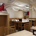 029吉祥寺食堂 - さっぱりとした清潔感のある店内