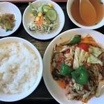 銀龍閣 - 料理写真:豚肉とキャベツの味噌炒め+定食(回鍋肉 900円+100円)