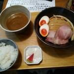 いかれたヌードル フィッシュトンズ - 濃厚味玉つけ麺950円と昼のライス100円