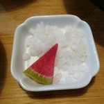 91729475 - 薬味の玉ねぎと箸休めの紅芯大根