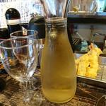 立ち呑み あたりや食堂 - 白ワインのカラフェ