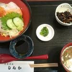 91735761 - 海鮮丼(セットで1,000円)