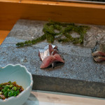 寿司栄 - 2018.8 釧路秋刀魚のはらわた醤油、秋刀魚お造り、炙り秋刀魚
