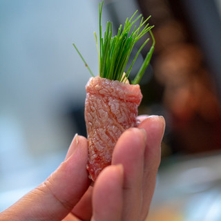 寿司栄 - 料理写真:2018.8 本鮪カマシタのトロと芽ネギ巻き