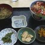 史実 - 「サービス丼 @1,260円」