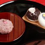茶処いろりん - 料理写真:桜餅・最中600円