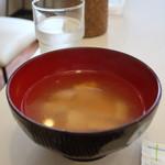カフェ すばる - 油揚げとえのきのみそ汁